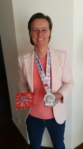 Foto met medaille virtual half marathon 2019